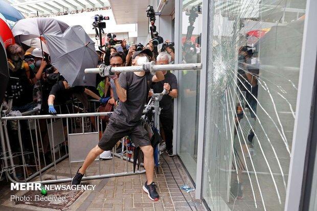 ادامه ناآرامی ها در هنگ کنگ، پلیس نقابداران را بازداشت کرد
