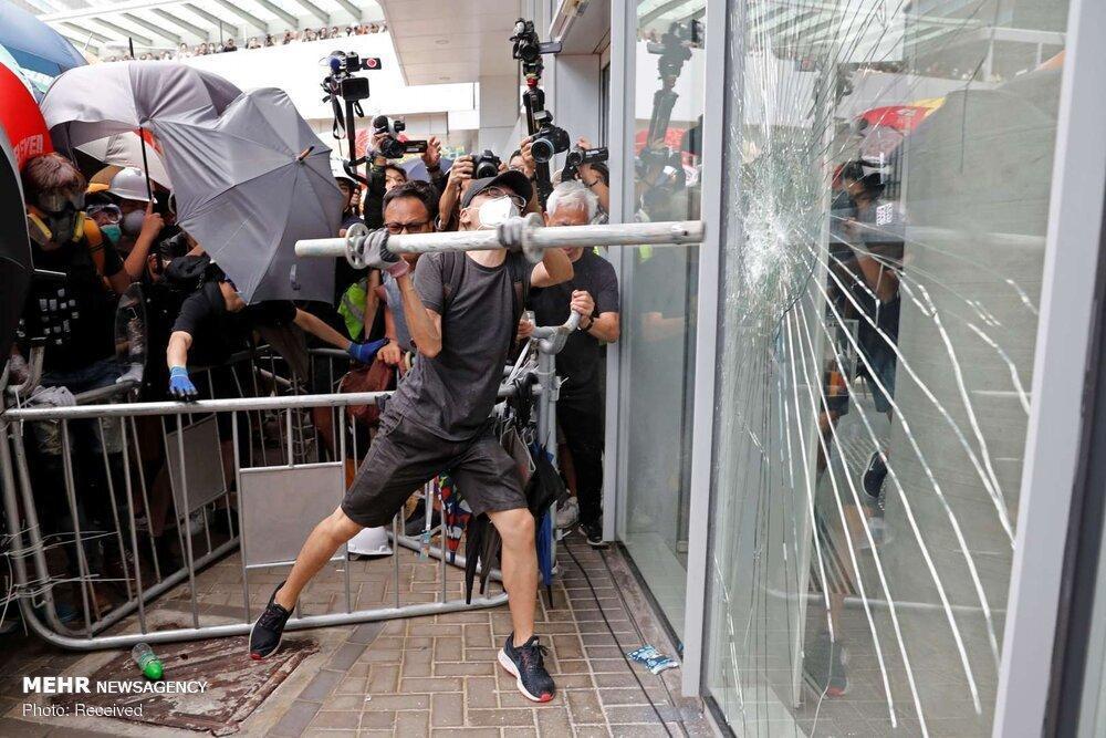 ساختمان خبرگزاری شینهوا هدف حمله معترضان در هنگ کنگ نهاده شد