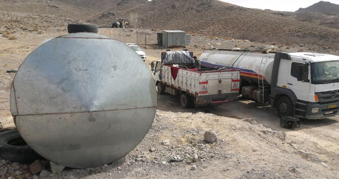 خبرنگاران کشف 30 هزار لیتر سوخت قاچاق در رزن