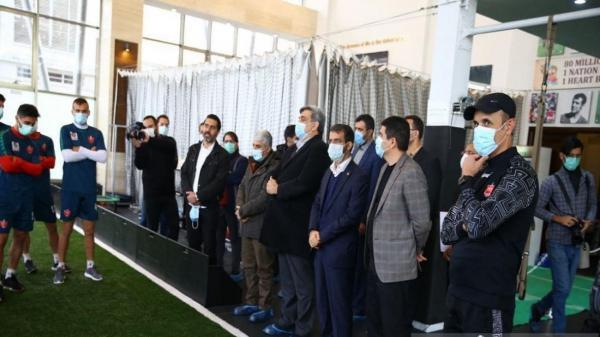 شهردار تهران با خدم و حشم در اردوی پرسپولیس چه میکند؟!