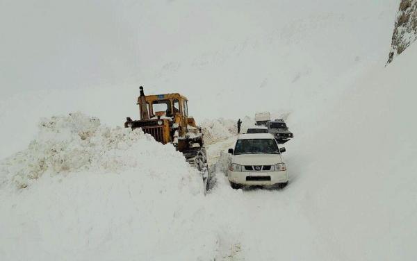 خبرنگاران برف و کولاک راه ارتباطی 50 روستای خراسان رضوی را مسدود کرد