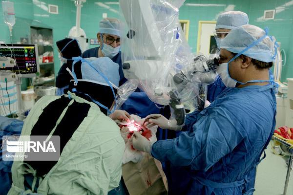 خبرنگاران انجام جراحی موفقیت آمیز آنوریسم مغزی در قم