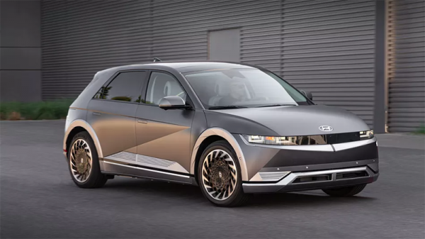 آیونیک 5 اولین خودروی برقی هیوندای می تواند سایر خودروهای الکتریکی را هم شارژ کند