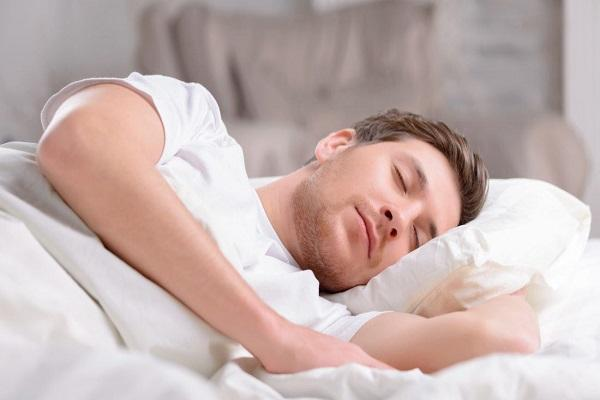 6 نشانه بهداشتی محرومیت از خواب را جدی بگیرید!