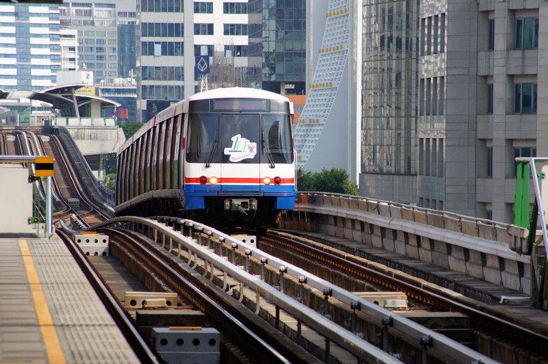 انتخاب مترو یا اتوبوس در تایلند